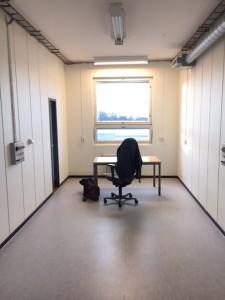 """Mitt kontor! Jag inreder enligt den klassiska devisen: """"less is more""""."""