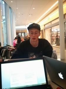 Denna killen pluggar systemvetenskap, han ser väl trevlig ut?