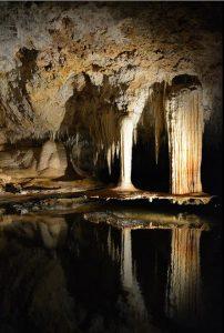 Vi besökte Lake Cave.