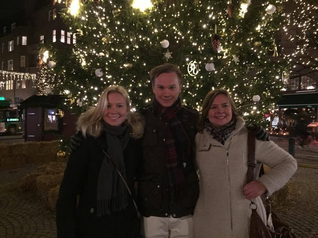 Jag, min bror och mammis på stortorget vid Lunds mysigaste gran :)